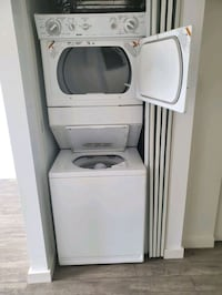 Kenmore stacking  washer/dryer excellent working condition