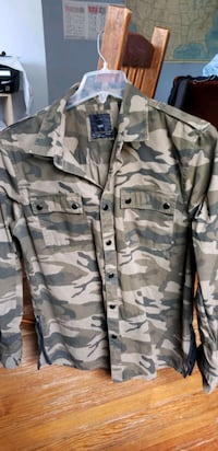 Militry Style Shirt. Size L.