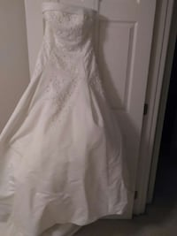 Alfred angelo wedding dress...No spots or stains. Flowood, 39232