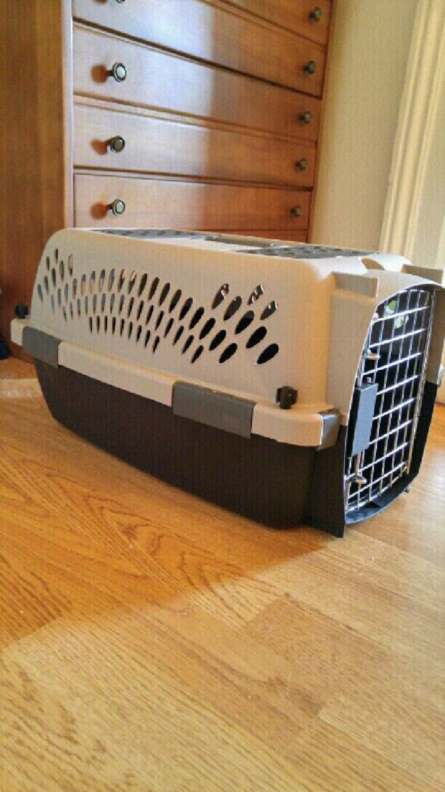 Practically new pet carrier! - Ontario