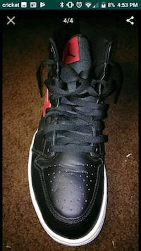 unpaired black Air Jordan basketball shoe screenshot