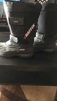 black-and-gray Baffin snow boots