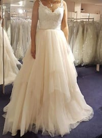 NEED GONE ASAP! Negotiable! Wedding dress 792 km