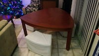 Rounded triangle table with 3 bench seats Springfield, 22150