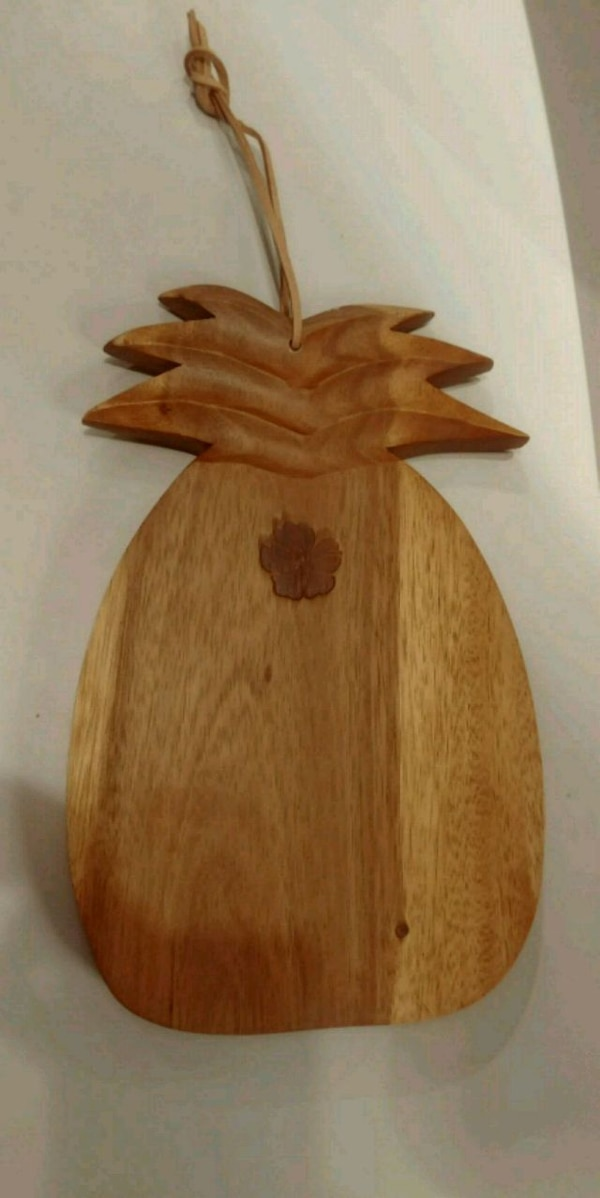 Decorative pineapple chopping board