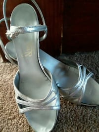 silver dress pumps Girard, 44420