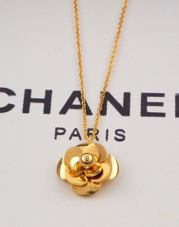 Necklace stainless steel nottarnish luxury designer flower like Chanel 1573a585-20e4-4429-bdff-95648b4ef2ee