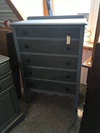 Chalkpainted chest of drawers