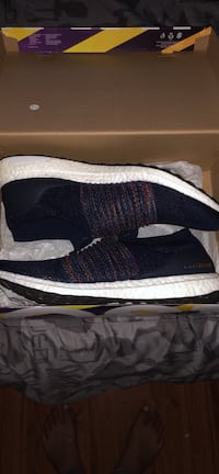 Ultra boost laceless size 11 Burnaby, V3N 1P1
