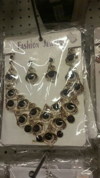 Necklace and earing