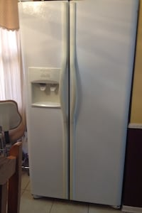 White side by side refrigerator with water dispenser Brampton, L6V 3X1