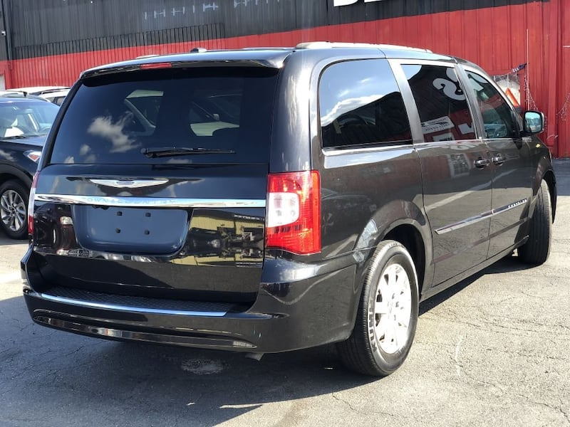 Chrysler Town & Country 2014 106e4215-ed4f-4569-8750-581d5d78d0ac