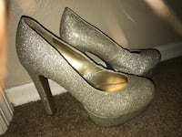 Pair of gray leather glittery pumps Brandon, 33510