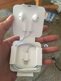 iPhone headphones  Detroit, 48238