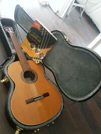 Guitar with case and beginner's instruction book 538 km