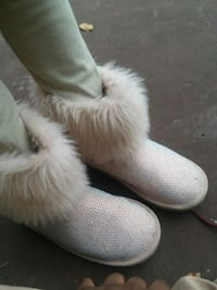 pair of white fur boots Baltimore, 21209