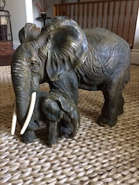Mother Elephant with the baby sculpture