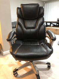 black leather office rolling chair District Heights, 20747