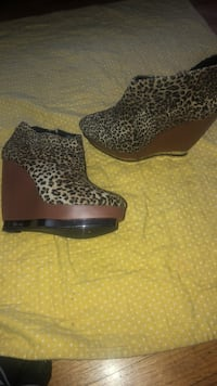 pair of black-and-brown leopard print boots Oakland, 94601