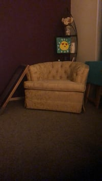 Cute corner chair, 20 dollars. Holiday, 34691
