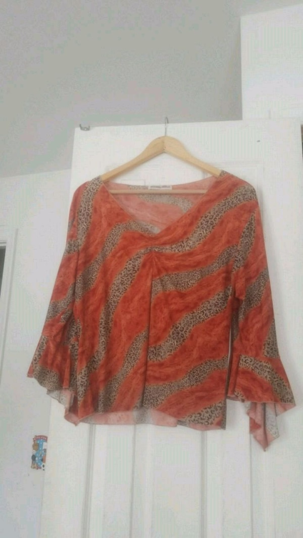 red and brown floral long-sleeved shirt