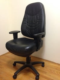 Black leather padded rolling swivel office chair North Vancouver, V7L