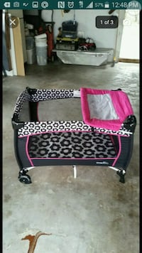 baby's black and pink travel cot screenshot Tampa, 33614