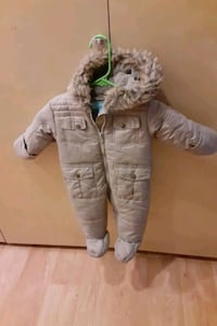 London fog baby snow suit 3 to 9 more like new
