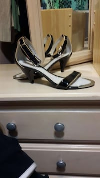 black patent leather knee strap heeled sandals Duncan, V9L 1L3