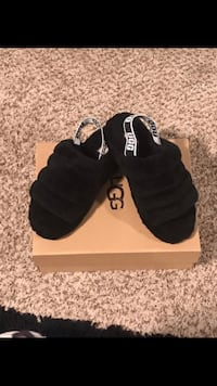 pair of black Adidas Yeezy Boost 350 with box 35 mi