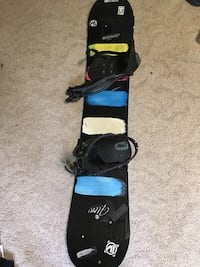 Black, blue, and whit snowboard Mogadore, 44260