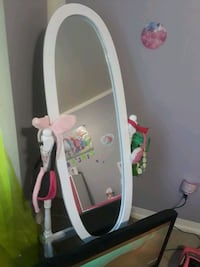Oval shaped mirror  Marlow Heights, 20748