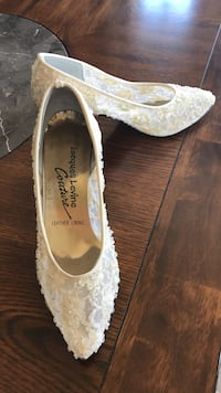 Beaded off white dress shoe, wedding or prom. Worn once. Size 7  Valparaiso, 46383