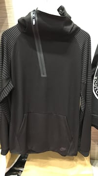 black half-zip jacket 纽约市, 11354