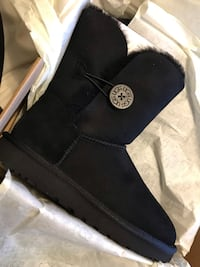 Size 7 authentic Ugg (black Bailey button) Port Coquitlam, V3B 2A3