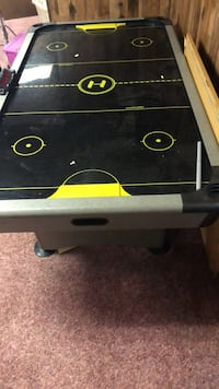 giant air hockey table Baltimore, 21234