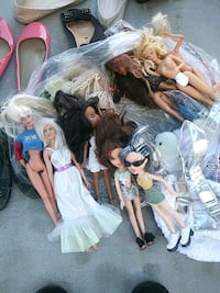 assorted color dressed doll lot Castroville, 95012