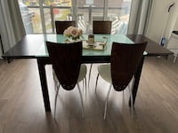 Dining Table and 4 chairs Vaughan, L6A