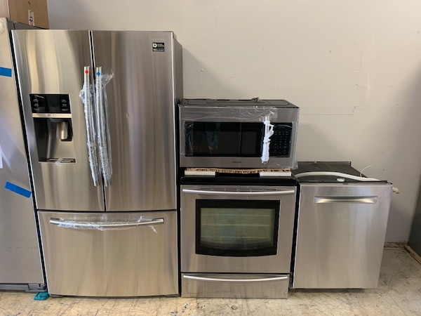 For Sale Samsung kitchen appliances package with counter depth fridge
