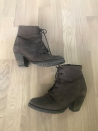 Par grå suede side-zip booties Oslo