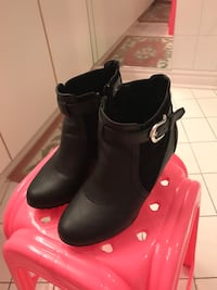 pair of black leather Chelsea booties Richmond Hill, L4B 3B7