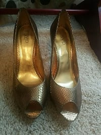 RSVP size 9 never worn gold shoes open toe Clinton