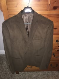 Brown Stratford sport jacket, in excellent condition! Don't remember the exact size, Hanger says 50r, Fits like a 2x Fort Valley, 31030