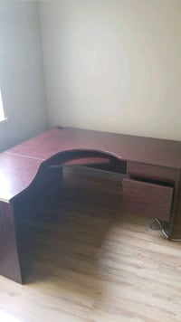 5x5 desk If you see this it's available  Toronto, M4S 1A1