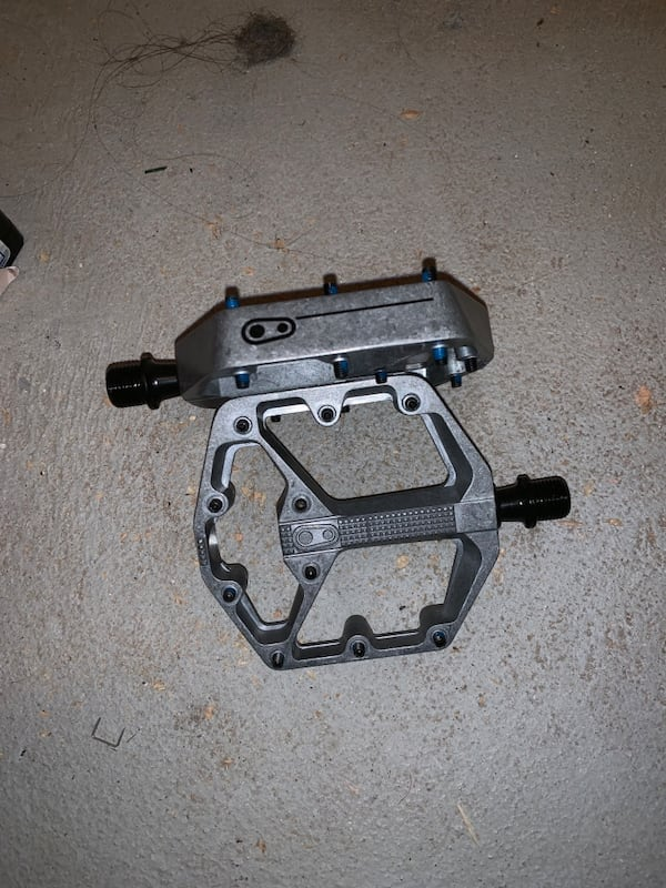 mountain bike wide platform pedals 952330af-572b-4312-8534-3f851e1e11a8