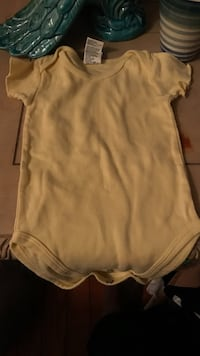baby's yellow short sleeve onesie