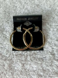 NWT Gold Hoop Earrings New Hamburg, N3A 1H2