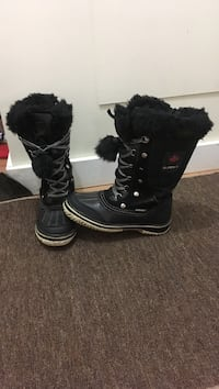 Pair of black winter boots size 3