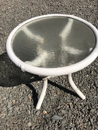 round glass top table Arlington, 22205