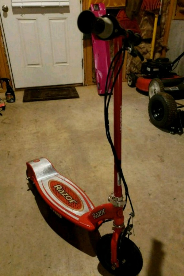 used red and black razor kick scooter for sale in rustburg. Black Bedroom Furniture Sets. Home Design Ideas